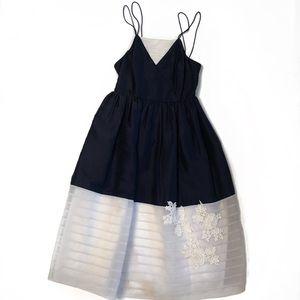 Lovely vintage 40s Silk white & navy Dress